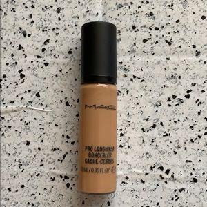 MAC Cosmetics Makeup - NEW/NWOB MAC Cosmetics NC35 Pro Longwear Concealer